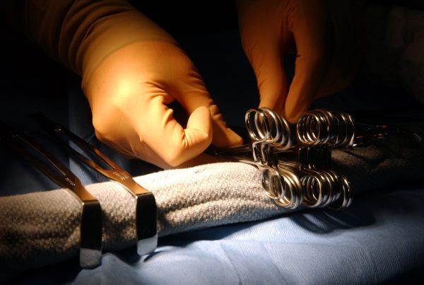 """Die """"Rekonstruktive Chirurgie"""" versucht zu helfen"""